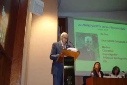 Don Santiago Grisolía García da lectura al XI Manifiesto de la Fibromialgia y SFC.